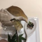 レストラン ひらまつ - ツブ貝には昆布のパウダーが。旨味が凝縮されています