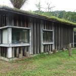小来川 山帰来 - 敷地内にある作業小屋