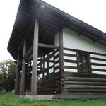 小来川 山帰来 - 片流れ屋根のログハウス