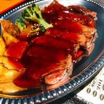 酒、主、手、周平 - 料理写真:アンガス牛の赤身ステーキ