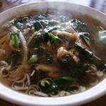 ヤマト - 豚肉細切りそば700円、とろみのついたトッピングとあっさりスープ