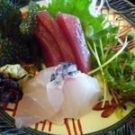 うちなーの味 石なぐ - 新鮮なお刺身と海ぶどう