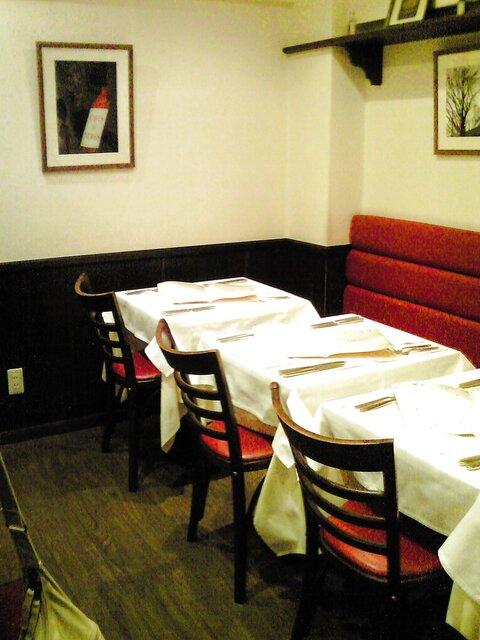 セラヴィーナガノ - 店内のテーブル席の風景です