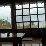 うちなーの味 石なぐ - 窓から見える海景色