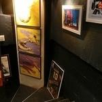 dining & bar ESTADIO - 色々な画が飾られていました