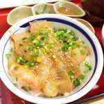 築地食堂源ちゃん - 鯛の身は十分なボリューム。まずはそのまま食べて、それからお茶漬けへ移ろう