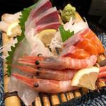 和みだいにんぐ 亜蔵 - 料理写真:お刺身の盛り合わせ