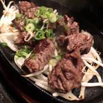 和みだいにんぐ 亜蔵 - 牛モモ肉の一口ステーキ
