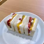 HARIO CAFE - ビジュアルも好みのフルーツサンドイッチ