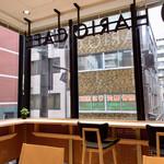 HARIO CAFE - 明るい店内