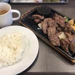 川崎ステーキセンター - 乱切りステーキ