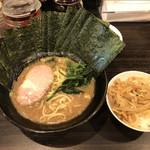 横浜らーめん寿三家 - 料理写真:どうですか?美味しいですよー