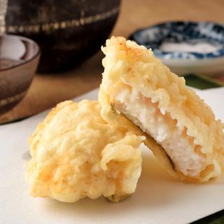 最上級の油2種で揚げる天ぷらはサクッと軽く素材の旨味が凝縮!
