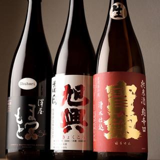 全国の酒蔵から取り寄せた日本酒は、店主自ら試飲した逸品揃い◎