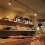 炊き餃子・手羽先 オクムラ - 店内の様子