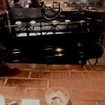 サムタイム - レンガテーブルからピアノを♪