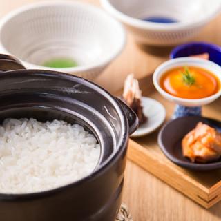 炊き込みご飯もあり☆ほくほくの土鍋ご飯をご堪能ください!