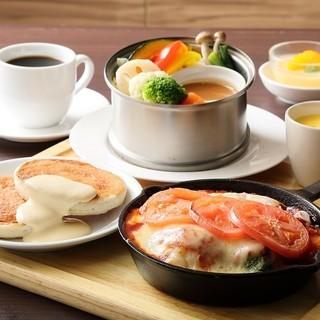 ★お得なランチ★サラダ、スープ、パンケーキ、デザート付