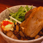 辛麺 真空 - ◆炙りトロ豚丼 250
