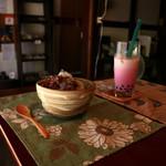 115791843 - 抹茶ミルク(かき氷)とタピオカいちご