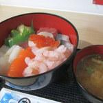 海匠 丼丸 - 料理写真:海鮮丼特盛+みそ汁(900円)