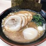 すずき家 - 豚骨塩ラーメン(中盛)600円 うずらの卵追加 100円