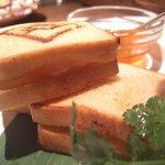 点 - 海老パン