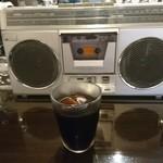 エイティセブン - 水だしコーヒーとカセットデッキ