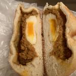 藤ノ木 - 半熟たまご入焼きカレーパン