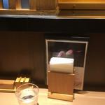sobakirimiyota - カウンター卓上  お品書き立てと紙ナプキン