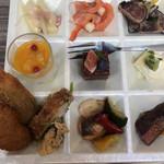 Buffet & Cafe GINZA SAI - ランチビュッフェ2300円。◉皿目。締めの一皿です。立派なカツオは、臭みも全くなく、とーっても美味しくいただきました(╹◡╹)。ひと柵分は食べたと思います(笑)