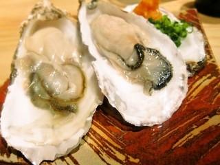 とぶさかな - 生牡蠣、2つ