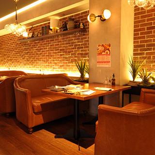 洗練された空間は、デートから大人数のパーティーまで対応可能♪