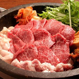 黒毛和牛カルビ肉増量!!韓国風すき焼き。一人前1780円税抜