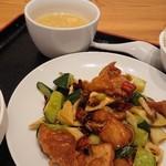 龍駿園 - 辣子鶏丁(唐辛子と鶏肉の炒め)定食