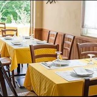 イタリアの雰囲気をイメージした明るい店内でお寛ぎくださいませ