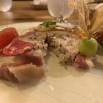 LeAnn - 鴨生ハムで巻いた合鴨のテリーヌ、夏野菜とフランス産のジロールを添えて