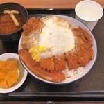 とんかつ 銀座梅林 - 銀座梅林のカツ丼(ご飯大盛り)