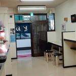 新月 - 店内 入口側
