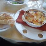 カフェ・ビアレストラン エル・トマ - 帆立と車海老のグラタン