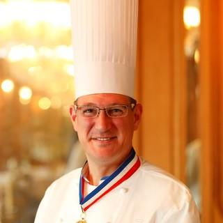 フランス料理界最高峰の称号、2019年度M.O.F.受章。