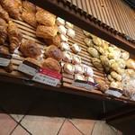 115851572 - サイドにも人気者とお食事パン。
