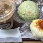 カフェ コア - 料理写真:アイスカフェラテ、メロンパン、フランスピロシキ