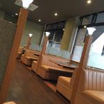 レストラン日本海 - テーブル席