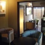 チーズケーキプリンセス岡崎カフェ - 落ち着いた雰囲気の店内