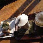 さくらカフェ - 加賀棒茶と浮島(和菓子)だよ。