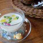 六甲山のオーベルジュnaare - 2019年夏桃の冷製スープ・生ハムとセロリを入れて
