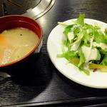 犇和 - 豚汁とサラダです