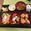 アジヨシ カフェ - 料理写真:いろどりセット1,080円から揚げ、花咲サラダ、日替り握り