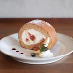 キッサ マシマロ - 料理写真:2019年9月再訪:無花果とほうじ茶のロールケーキ☆